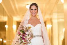 Vestido Cymbeline escolhido por Suellen. O casamento de Suellen e Eduardo, publicado no Euamocasamento.com. As fotos são de  Georgeana Godinho Fotografia. #euamocasamento #NoivasRio #Casabemcomvocê