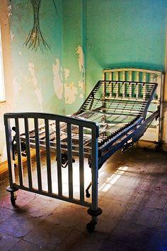 Preston Castle Preston Castle, Paranormal Photos, Ghost Adventures, Dark Side, Abandoned, The Darkest, Creepy, Toddler Bed, Around The Worlds
