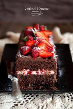 salted lemons: Chocolate cake with strawberries