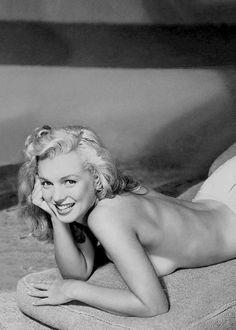 Marilyn Monroe, photographed by Earl Moran (ca. 1948)