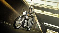 2014-Yamaha-SR400-EU-Matt-Grey-Action-003