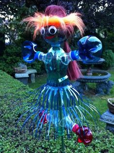 1001 ideas for DIY with plastic bottles # scarecrow Diy For Kids, Crafts For Kids, Diy Plastic Bottle, Collaborative Art, Land Art, Flower Tutorial, Garden Beds, Mother Nature, Green Day
