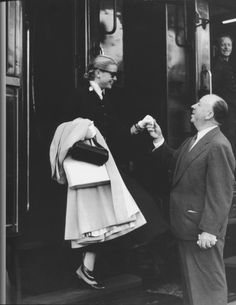 Hitch greets Grace Kelly for To Catch A Thief