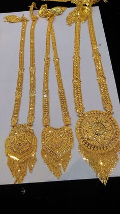 Very pretty necklaces Gold Bangles Design, Gold Earrings Designs, Gold Jewellery Design, Gold Pendent, Gold Mangalsutra Designs, Gold Jewelry Simple, Jewelry Patterns, Bridal Jewelry, Pretty Necklaces