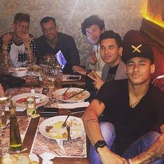 Neymar & Friends im Paris6 in Sao Paulo (01.07.2015)  #Repost @leopicon ・・・ Quatro na linha e Neymar no gol!