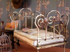 1/12th scale miniature bed by Pequeñeces: DIY How to build a miniature cot