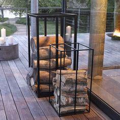 A la fois beau et pratique, un porte-bûches métal au design très contemporain.