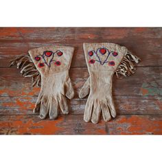 Vintage Native Gauntlet Gloves (€315) ❤ liked on Polyvore featuring home, outdoors and garden tools