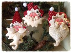 Making homemade ornaments for your Christmas tree is a fun way to personalize your decorations.Polymer clay Christmas craft projects are for adults and for kids too . Christmas Craft Projects, Polymer Clay Christmas, Christmas Ornaments To Make, Christmas Sewing, Noel Christmas, Felt Ornaments, Holiday Crafts, Christmas Decorations, Holiday Decor