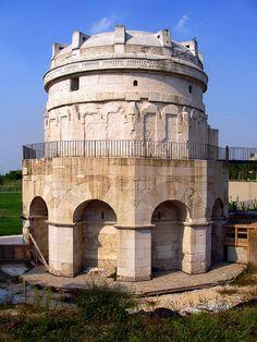 мавзолей Теодориха в Равенне. Италия. 520 г. Tomb of Theodoric the Great Ravenna. faund. 520 year Источник: http://www.5arts.info/