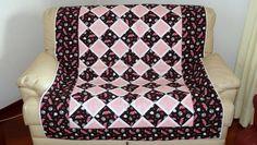 Manta/colcha em patchwork Pink - Faça esta peça no Maria Adna Ateliê - Endereço: Av. das Carinas, 739, Moema, São Paulo - Fones: 11-5042-0145 e 11-99672-8865 (WhatsApp), Email: ama.aulasevendas@gmail.com. Estacionamento próprio. FACEBOOK: https://www.facebook.com/MariaAdnaAtelie