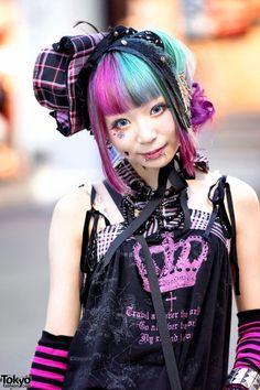 Harajuku Girl w/ Piercings, Pink-Blue Hair, h. Japanese Street Fashion, Tokyo Fashion, Harajuku Fashion, Punk Fashion, Fashion 2015, Harajuku Style, Tokyo Street Style, Street Style Women, Pastel Goth Hair