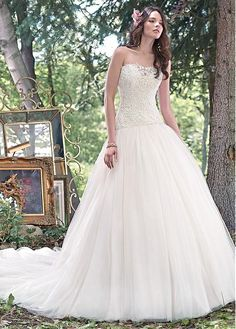 Buy discount Gorgeous Tulle Strapless Neckline Ball Gown Wedding Dresses With Venice Lace Appliques at Dressilyme.com