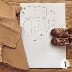 No photo description available. Doll Shoe Patterns, Clothing Patterns, Homemade Shoes, Fairy Shoes, Fabric Toys, Sewing Leather, Sewing Dolls, Doll Closet, Doll Shoes