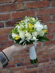 bruidsboeket biedermeier zachtgeel en wit.JPG (3000×4000)