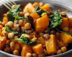 Curry de potiron aux pois chiches coupe faim croqkilos the best and easiest chickpea curry made in 20 minutes this will become one of your go to dinners when you barely have time to cook! Curry Recipes, Vegetarian Recipes, Cooking Recipes, Healthy Recipes, Dieta Paleo, Paleo Diet, Chickpea Salad Recipes, Chickpea Curry, Roasted Butternut Squash
