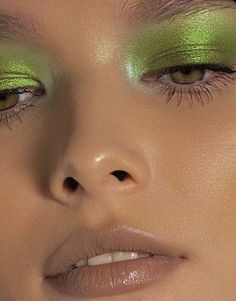 Red Lip Makeup, Cute Makeup, Pretty Makeup, Skin Makeup, Green Makeup, Makeup Eyeshadow, Scary Makeup, Eyeshadows, Simple Makeup