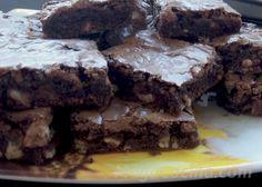Receta clásica de Brownie, pero con un detalle que le dará mucha personalidad y se destacará de los demás por su sabor y textura! Brownies, Desserts, Food, Sole Recipes, Personality, Strawberry Fruit, Tasty, Texture, Cake Brownies