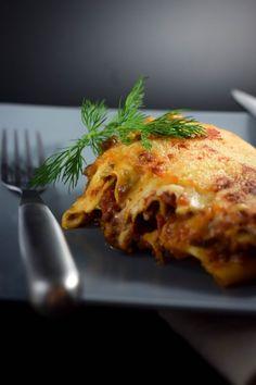 Meine geliebte italienische Lasagne mit lange eingekochter Bolognese und leckerer weißer Soße.