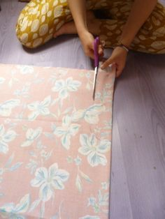 Pantalon ThaÏ à faire soi même Pantalon Thai, Sewing Basics, Sewing Hacks, Sewing Tips, Sewing Ideas, Thai Hose, Types Of Purses, Techniques Couture, Creation Couture