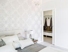 Yksinkertainen, käytännöllinen ja luotettava Eclisse Pocket Door Single -kehys tarjoaa rajattomat mahdollisuudet tilamuutoksiin. Pocket Doors, Walk In Closet, Alcove, Oversized Mirror, Bed, Furniture, Home Decor, Decoration Home, Stream Bed