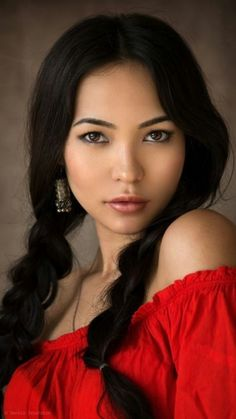 What nationality are you beautiful. Native American Models, Native American Pictures, Native American Beauty, Beautiful Eyes, Most Beautiful Women, American Indian Girl, American Crow, Brunette Beauty, Female Portrait