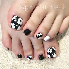 黒白マリメッコ Cute Toes, Nail Arts, Japan, Nails, Beauty, Pedicures, Nail Designs, Fingernail Designs, Finger Nails