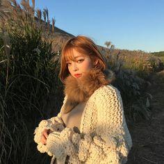 "5,209 Likes, 10 Comments - 츄 chuu korea official (@chuu_official) on Instagram: ""츄멤님들 행복한 주일 되세요❤️"""