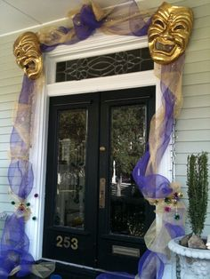 Mascarade Entryway with just eye masks in gold and tulle