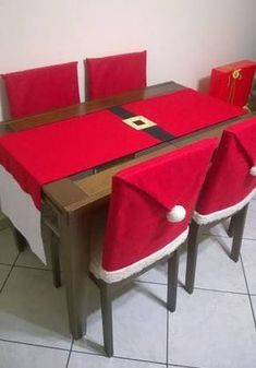Funny And Cute Chair Cover Ideas For Christmas Christmas Sewing, Christmas Crafts For Kids, Xmas Crafts, Christmas Projects, Simple Christmas, Christmas Home, Christmas Holidays, Christmas Wreaths, Elegant Christmas