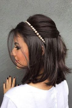 """40 Best Short Wedding Hairstyles That Make You Say """"Wow!"""" 40 Best Short Wedding Hairstyles That Make You Say """"Wow!"""" wedding hairstyles for short hair bob - Bob Hairstyles Bob Wedding Hairstyles, Short Bob Hairstyles, Diy Hairstyles, Bridesmaids Hairstyles, Hairstyles 2018, Hairstyle Ideas, Teenage Hairstyles, Straight Haircuts, Hairstyle Wedding"""