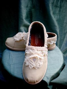 One of the best Toms shoes I bought in 2015 #TOMS #Weddings