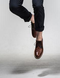 Chaussure derbies marron moderne et minimaliste Me Too Shoes, Men's Shoes, Dress Shoes, Shoes World, Baskets, Loafers Men, Dress Outfits, Oxford Shoes, Sneakers