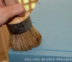 Annie Sloan Chalk Paint Wax Tutorial 1 Wax 2 Distress 3 Wax again 4 Buff with cloth Annie Sloan Chalk Paint And Wax, Chalk Paint Wax, Chalk Paint Projects, Annie Sloan Paints, Chalk Paint Furniture, Diy Furniture Projects, Milk Paint, Do It Yourself Furniture, Painting Tips