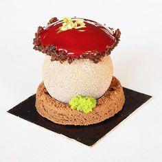 Trop chou, la bûche Sous Bois Forêt Noire de Laurent Duchêne! Plus de détails sur toutes les bûches des membres de l'association des Relais Desserts en ligne sur mon blog www.escale-gourmande.com ✨
