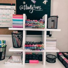 Omgg comment all heart emojis if you love this stationery organization!🌈 Anyway, you can get popular stationery such as MUJI style gel pens, Zebra Mildliner highlighters, 'Mildliner' style highlighter Study Room Decor, Cute Room Decor, Bedroom Decor, Stationary Organization, Organization Ideas, College Desk Organization, New Room, Dorm Room, Stationery