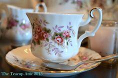 Royal Albert teacup y platillo, ca demitasse conjunto. 1980-2002