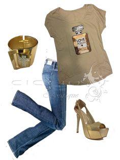 Blusa nude con aplicación de perfume en lentejuela. Jeans y accesorios! Encuéntralo en Ciccio Boutique