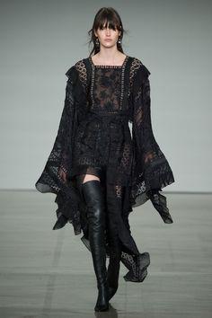 #Zimmermann   #fashion  #Koshchenets  Zimmermann Fall 2017 Ready-to-Wear Collection Photos - Vogue