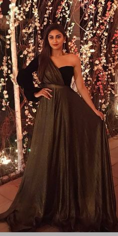 Indian Fashion Dresses, Indian Bridal Outfits, Indian Gowns Dresses, Dress Indian Style, Indian Designer Outfits, Evening Dresses, Stylish Gown, Stylish Dress Designs, Designs For Dresses
