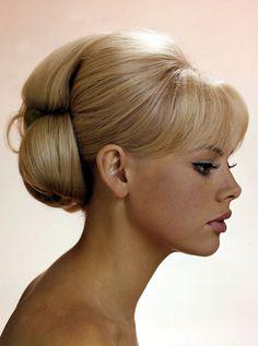 Inspiration: Vintage updo britt ekland, vintage hairstyles, retro hair, wedding updo, wedding hairs, girl hairstyles, 60s hair, 60s style, bang