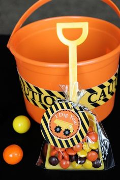 I dig you - bag filled with candy and a shovel as a party favor