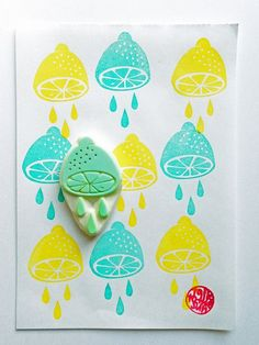 hand carved rubber stamp by talktothesun. choose the design from cut lemon only or cut lemon with drops. tropical fruit stamp series for your summer + lemonade stand theme diy crafts. Stamp Printing, Screen Printing, Printing On Fabric, Clay Stamps, Stencil, Eraser Stamp, Fruits Drawing, Stamp Carving, Handmade Stamps