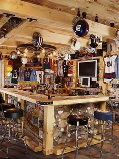 Turning Your Basement into the Ultimate Man Cave Can Be Fun - Man Cave Home Bar Man Cave Diy, Man Cave Home Bar, Man Cave Basement, Man Cave Garage, Garage Bar, Bares Y Pubs, Petits Bars, Best Man Caves, Sports Man Cave