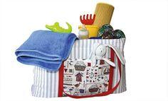 Darin ist Platz für alles: Die Strandtasche mit Wickelauflage und vielen Zusatzfächern begleitet euch und eure Lieben durch den Sommer.
