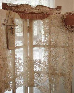 6 Wonderful ideas: Linen Curtains Sweets hanging curtains without nails.Shabby Chic Curtains Life curtains wall of windows. Vintage Shabby Chic, Shabby Chic Homes, Shabby Chic Decor, Vintage Lace, Vintage Room, French Vintage, Decoration Shabby, Vibeke Design, Lace Curtains