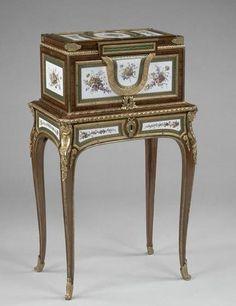 Le coffret à bijoux de Marie-Antoinette dauphine, château de Versailles, par Martin Carlin (1770)