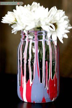 Drip Painting Mason Jars DIY, make exciting and fun Drip Painted Mason Jars in this awesome tutorial, kid friendly, holiday craft Mason Jar Projects, Mason Jar Crafts, Mason Jar Diy, Chalk Paint Mason Jars, Painted Mason Jars, Painted Vases, Diy Home Decor Projects, Diy Projects To Try, Mason Jar Flowers