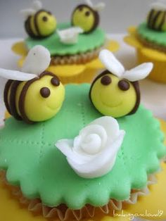 Baking on Cloud 9: Bumble bee cupcakes