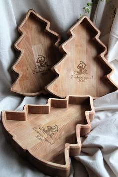 Посуда Cnc Woodworking, Woodworking Projects, Hobbies And Crafts, Diy And Crafts, Kids Plates, Kitchen Room Design, Cnc Projects, Wooden Plates, Wood Tray